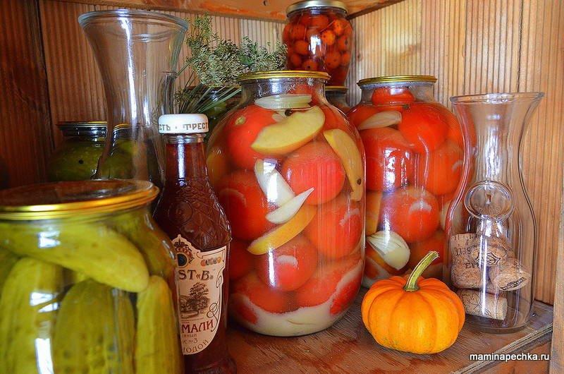 Готовые помидоры с горчицей в банке