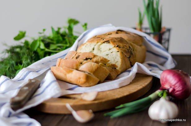 Кранц — хлеб с чесноком и зеленью