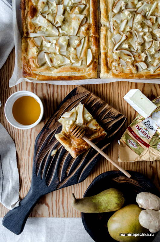 Пирог с грушами и сыром Бри