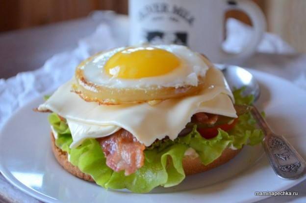 Гамбургер с яйцом