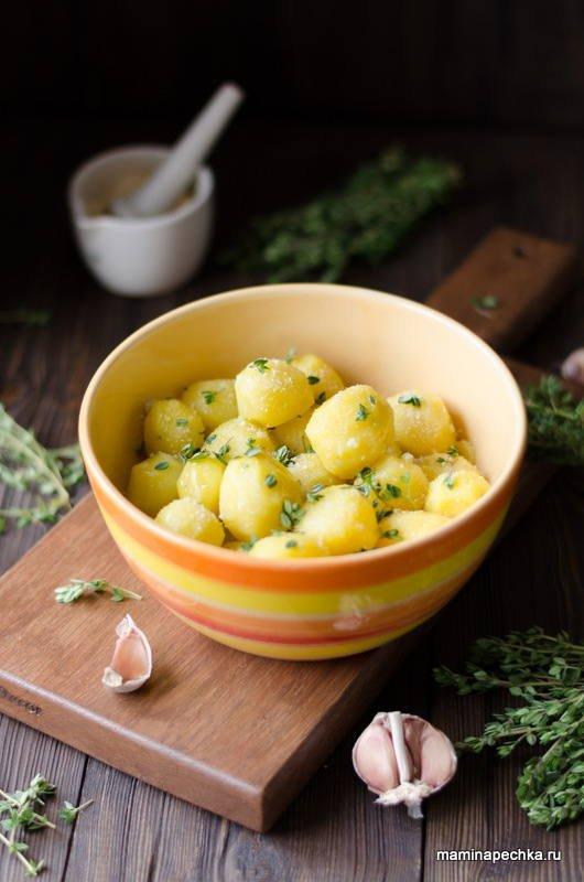 Картофель с оливковым маслом, тимьяном и чесноком