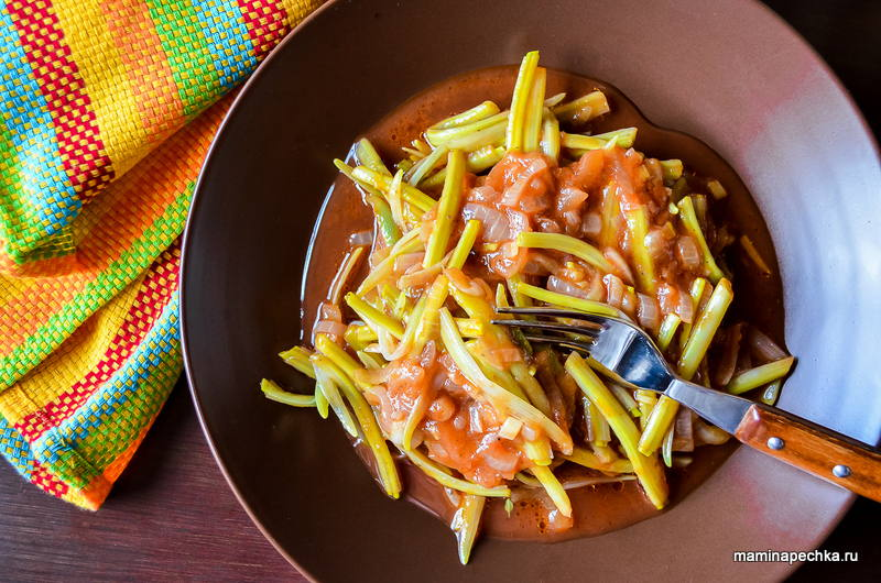 Черемша с томатным соусом