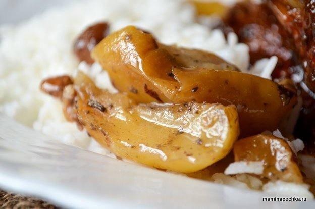 Утка с яблоками и сухофрутами