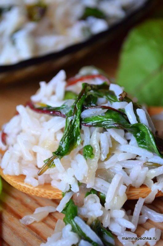 Рис с мангольдом