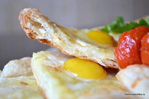 Лепёшка с сыром и перепелиными яйцами
